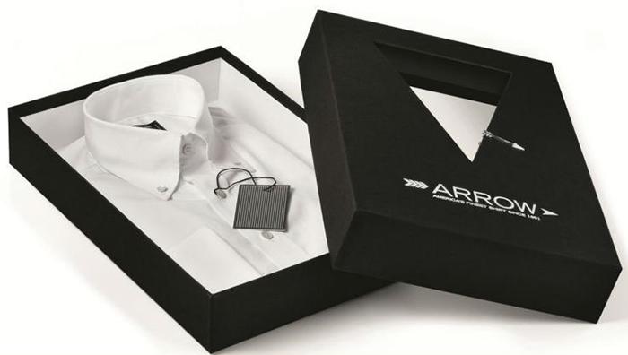 Mẫu thiết kế hộp giấy đựng quần áo.