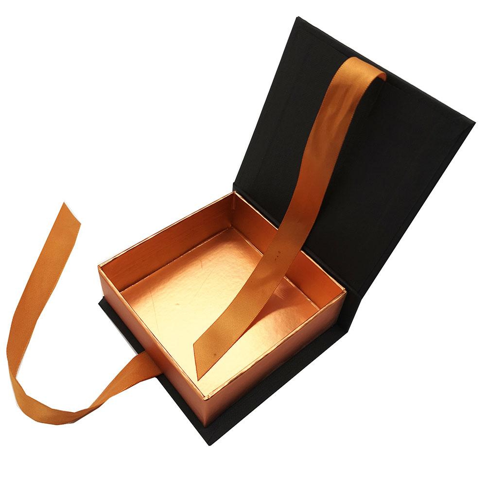 Hộp đựng ví nam châm có kèm dây ruy băng