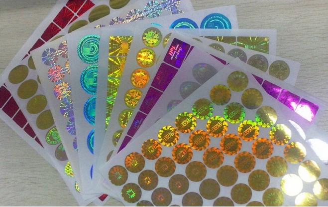 Tem chống hàng giả in bằng Decal hologram 7 màu.
