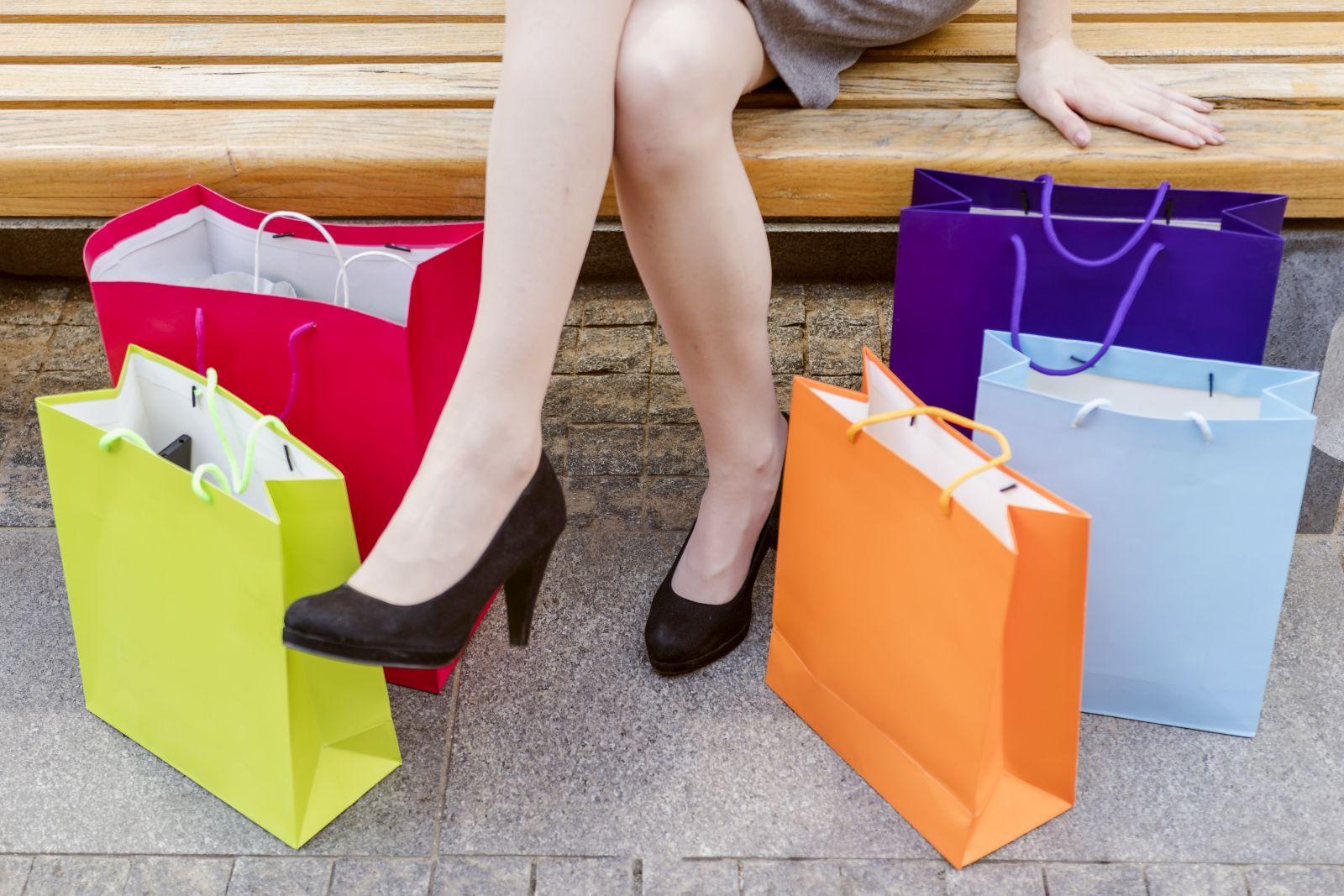 Giá túi đựng giày sẽ cao hơn các loại túi khác vì kích thước lớn