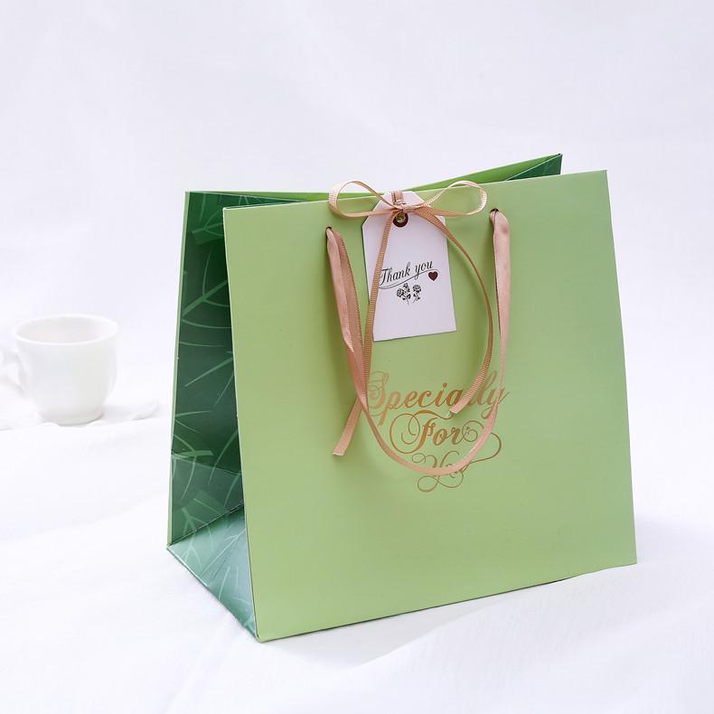 Sản phẩm túi giấy bán hàng