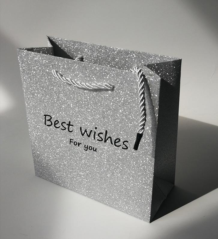 mẫu in túi giấy cho shop thời trang ấn tượng
