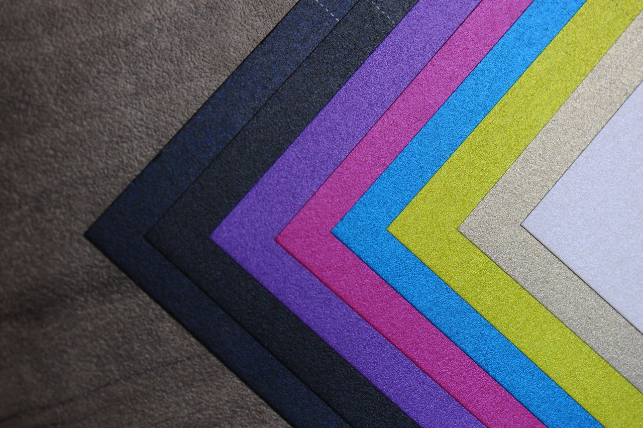 Giấy mỹ thuật có màu sắc đa dạng, phong phú