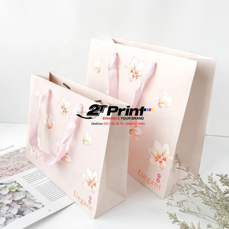 Túi giấy đựng mỹ phẩm thường có màu sắc trang nhã, nữ tính