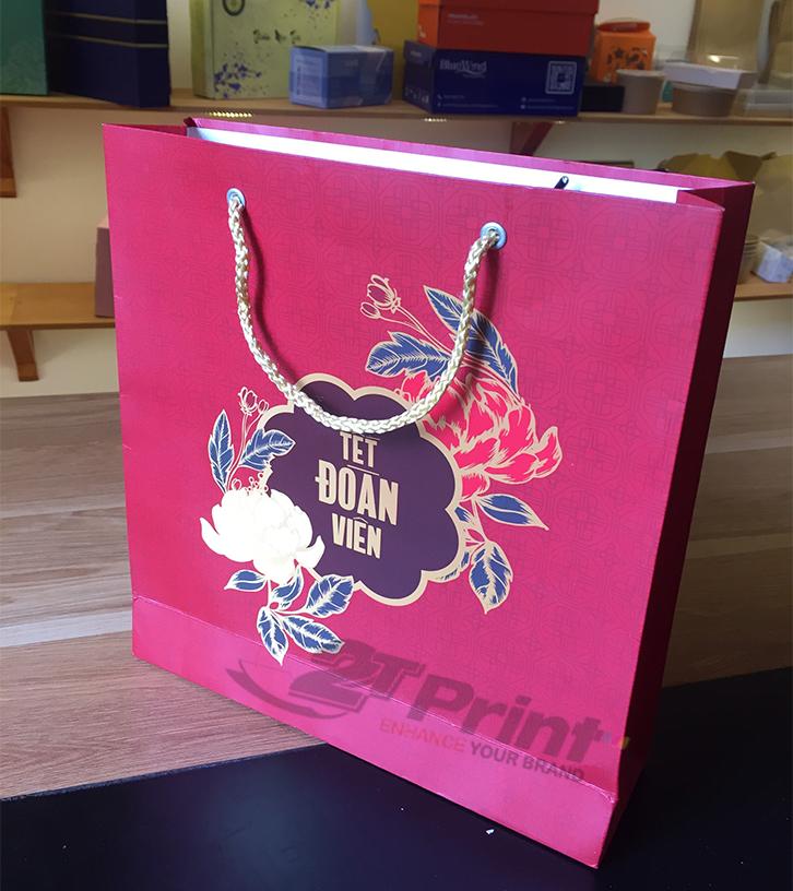 mẫu túi giấy đựng hộp quà tết ý nghĩa