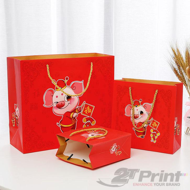 mẫu túi giấy đựng hộp quà tết sắc đỏ rực rỡ