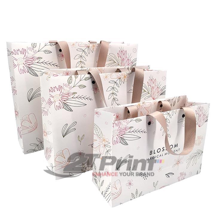 mẫu túi giấy đựng mỹ phẩm họa tiết