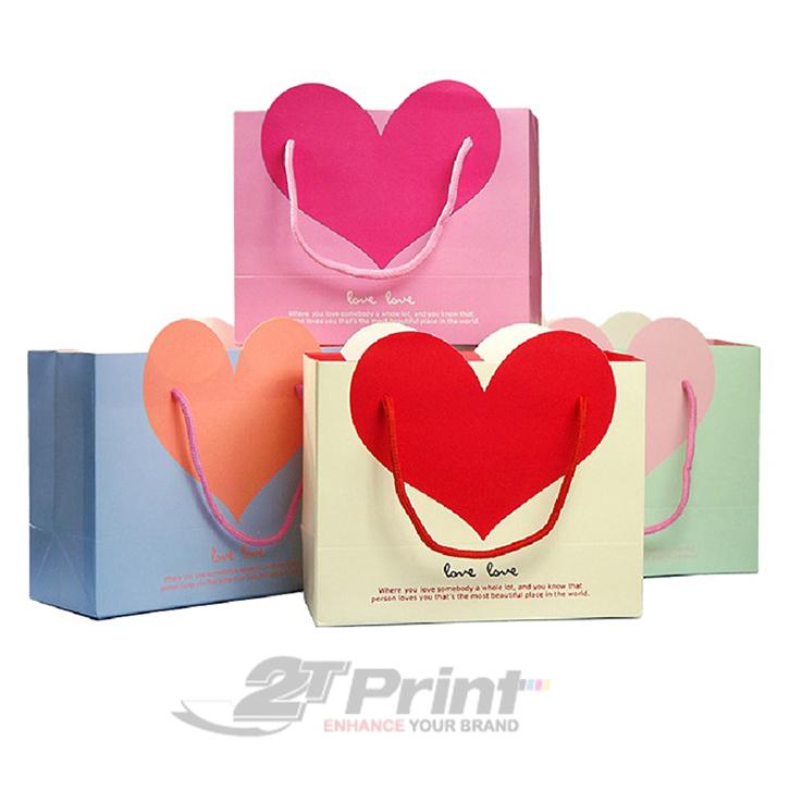 mẫu túi giấy đựng mỹ phẩm trái tim