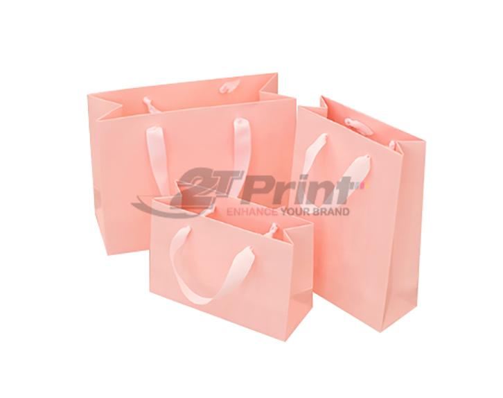 mẫu túi giấy đựng mỹ phẩm nữ tính