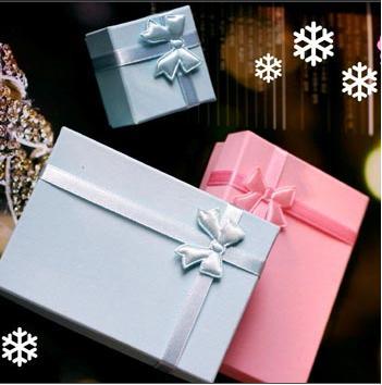 Hộp đựng quà tặng đơn giản mà tinh tế