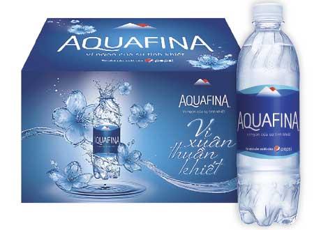 Tem nhãn nước tinh khiết đóng chai Aquafina.