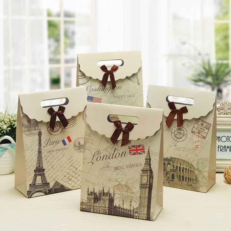 Giá thành sản xuất túi quà giấy khá rẻ, giúp doanh nghiệp tiết kiệm được nhiều chi phí.