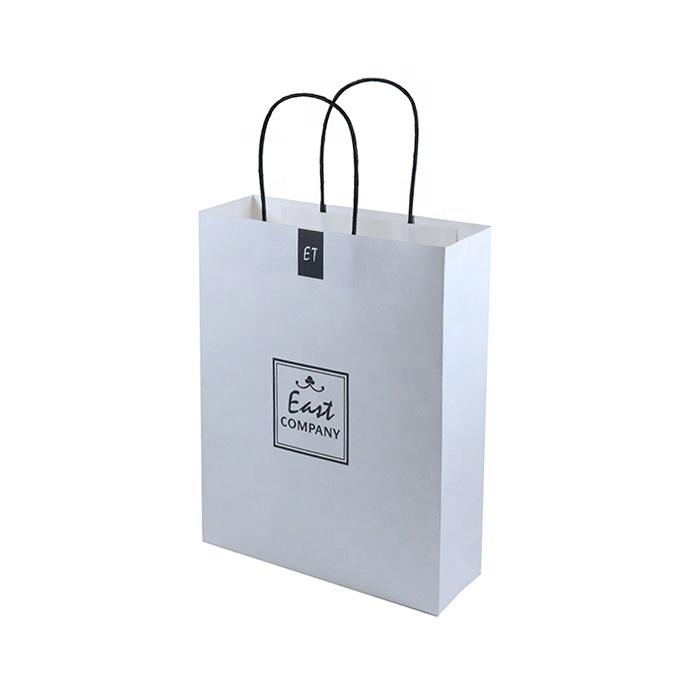 Túi giấy quà tặng có sẵn thiết kế sang trọng